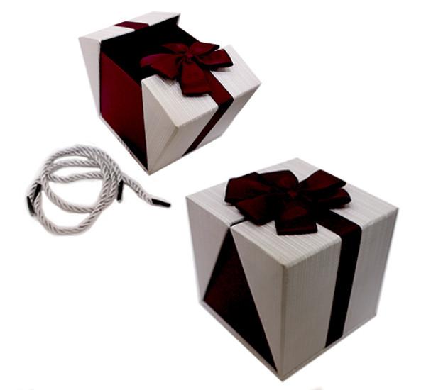 Подарочная коробка 11Х11см бордовая